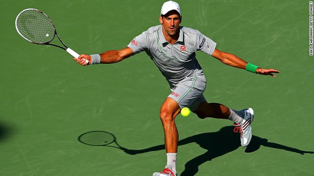 Novak Djokovic moved into the semifinals in Miami after beating Andy Murray 7-5 6-3.