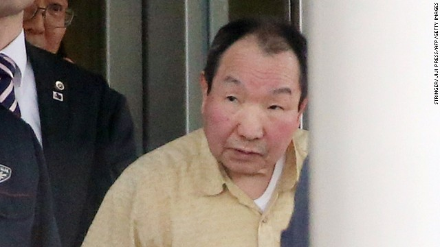 Iwao Hakamada leaves a Tokyo detention center in 2014 na 48 years on death row.