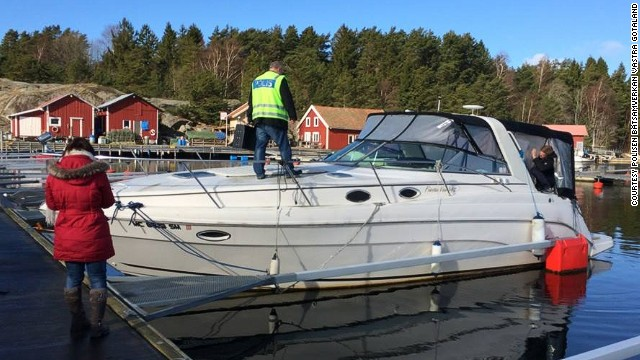This Rinker 342 Fiesta Vee yacht was left in a Swedish marina for two years.