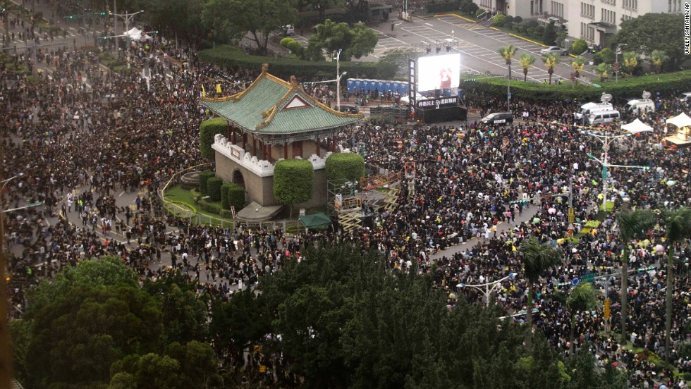 Thousands of demonstrators gather in front of the Presidential Building to protest the trade deal Sunday, March 30, in Taipei.