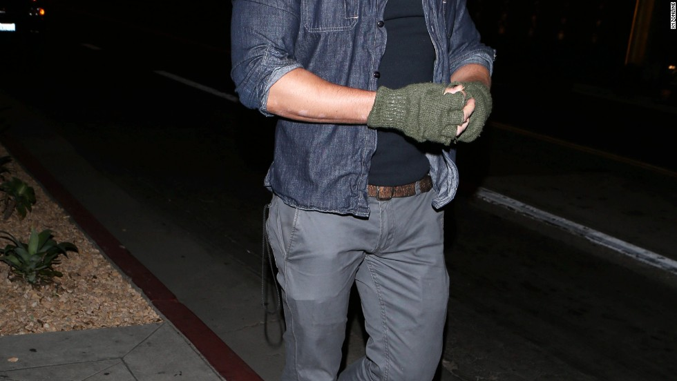 Kellan Lutz shows his appreciation for fingerless gloves on March 28.