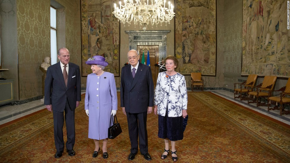 Pope Francis And Queen Elizabeth Meet In Rome Cnn