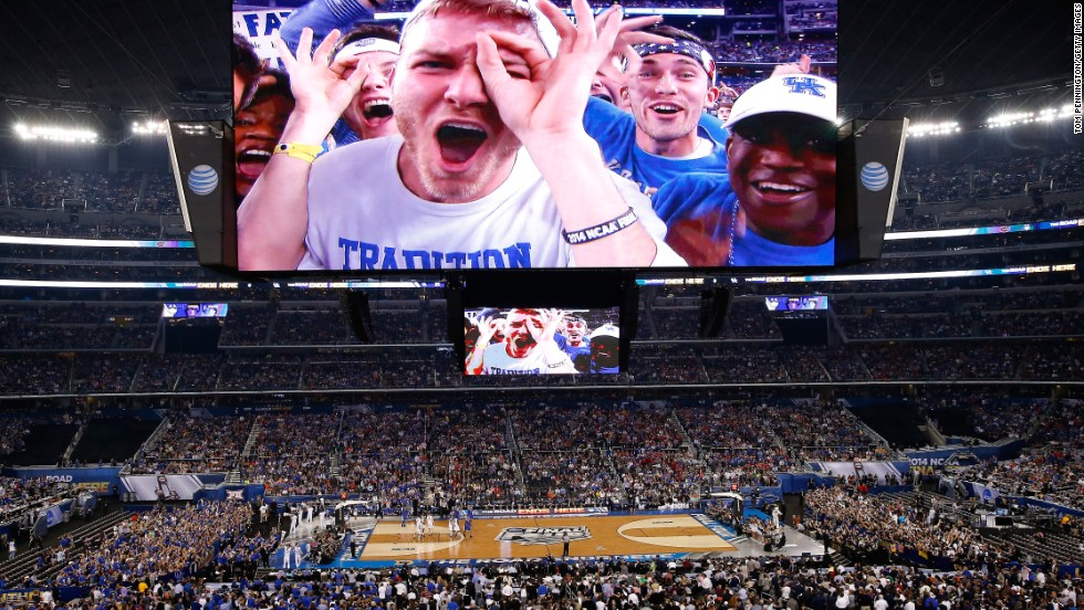 Kentucky fans celebrate during halftime.