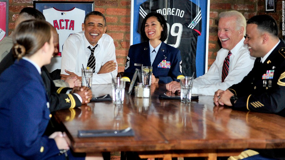 Obama and Biden have lunch with active-duty service members at a Washington restaurant in November 2013.