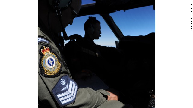 Search for MH370 presses on