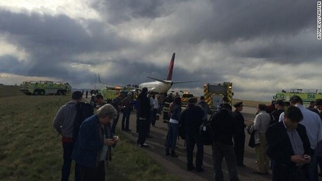 Bomb scare delays Delta flight