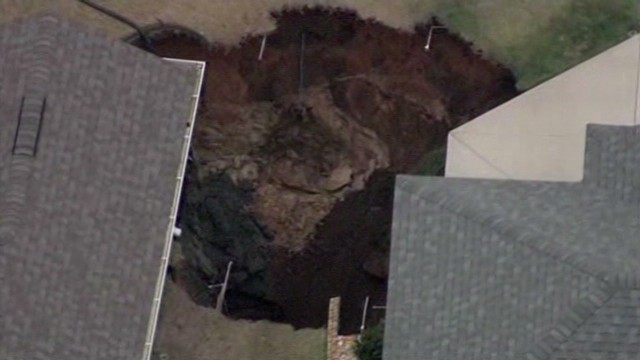 vo florida sinkhole between houses_00002122.jpg