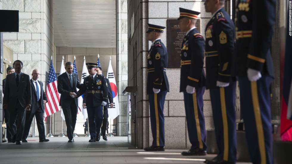 Obama arrives to lay a wreath at the National War Memorial in Seoul on April 25.
