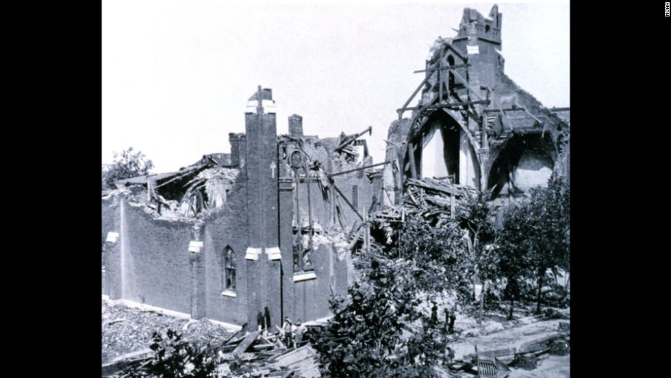 "<strong>3</strong>. The ""St. Louis Tornado"" killed 255 people and injured 1,000 on May 27, 1896, in Missouri and Illinois. It had winds of between 207 mph and 260 mph."