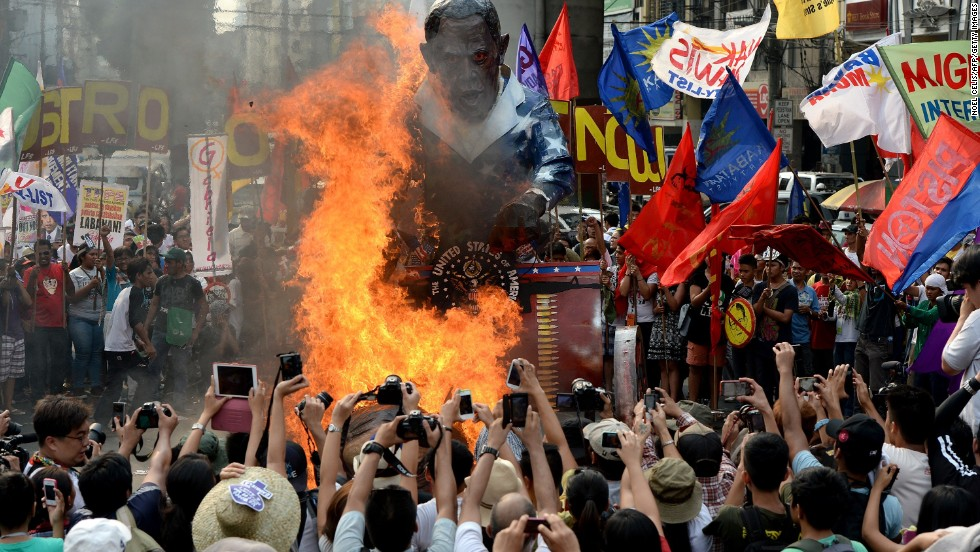 Protesters burn an effigy of Obama during an anti-U.S. protest near Malacanang Palace on April 28.