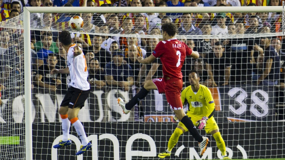 Valencia trailed fellow Spaniards Sevilla 2-0 from the first leg but after an early Sofiane Feghouli goal, forward Jonas' header finds the net via the crossbar and a touch from Sevilla goalkeeper Beto to level the tie.