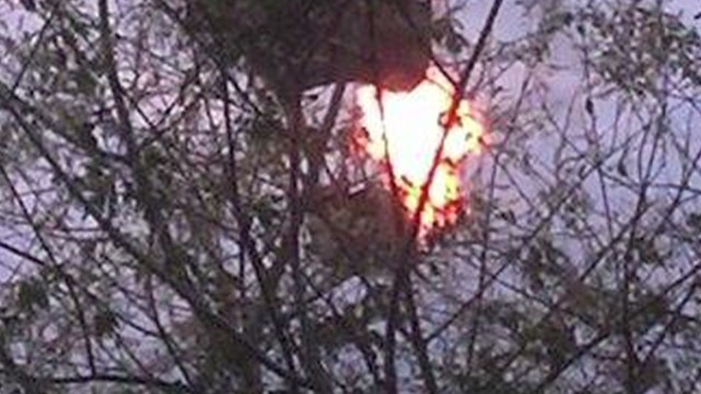 Hot air balloon hits power lines, crashes