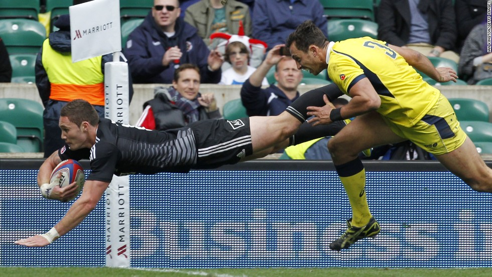 Gillies Kaka scores one of his two tries in the London final as New Zealand staged a stunning comeback against rivals Australia.