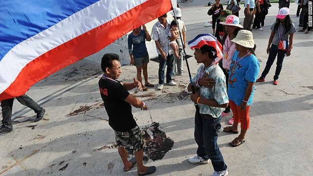 Thai military threatens to quell protests