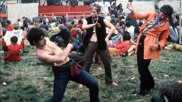 1967, Woburn Abbey, Hippies enjoy themselves at the 1967 Woburn Abbey Love In  (Photo by Rolls Press/Popperfoto/Getty Images)