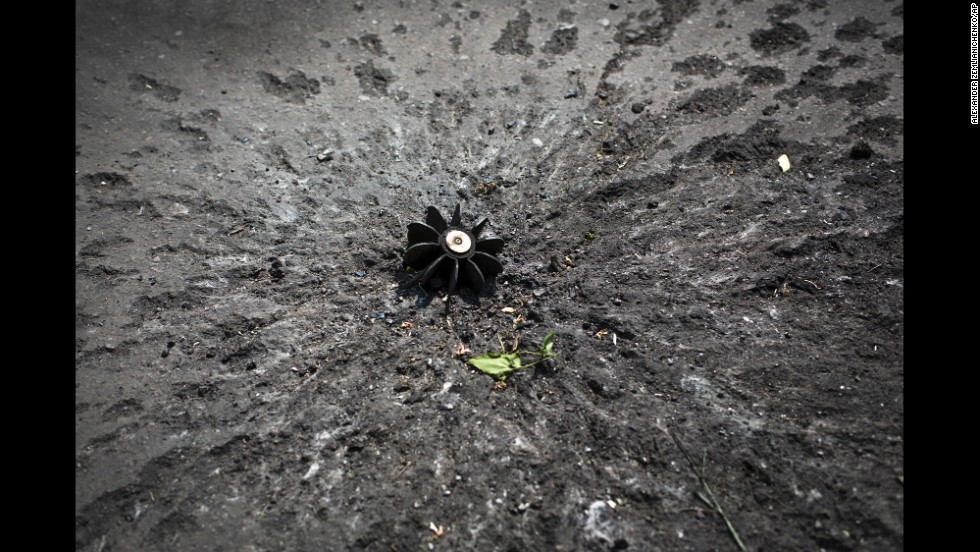 A mortar shell sticks out of the ground at a checkpoint near Slovyansk on May 15.