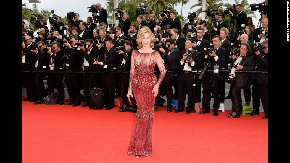 Years of aerobics have clearly done Jane Fonda's body well. The actress/activist is 77 years old.