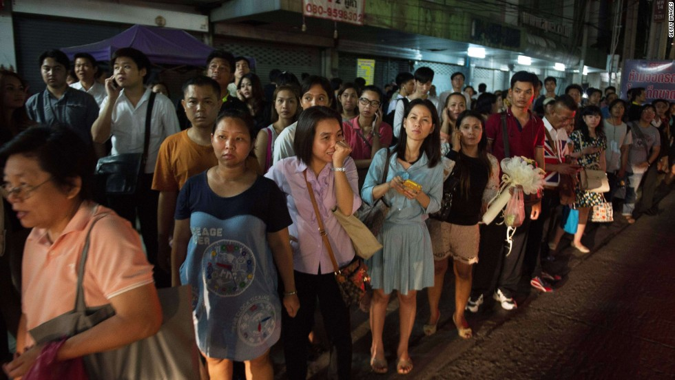 Commuters wait for taxis after a curfew was imposed in Bangkok on May 22.