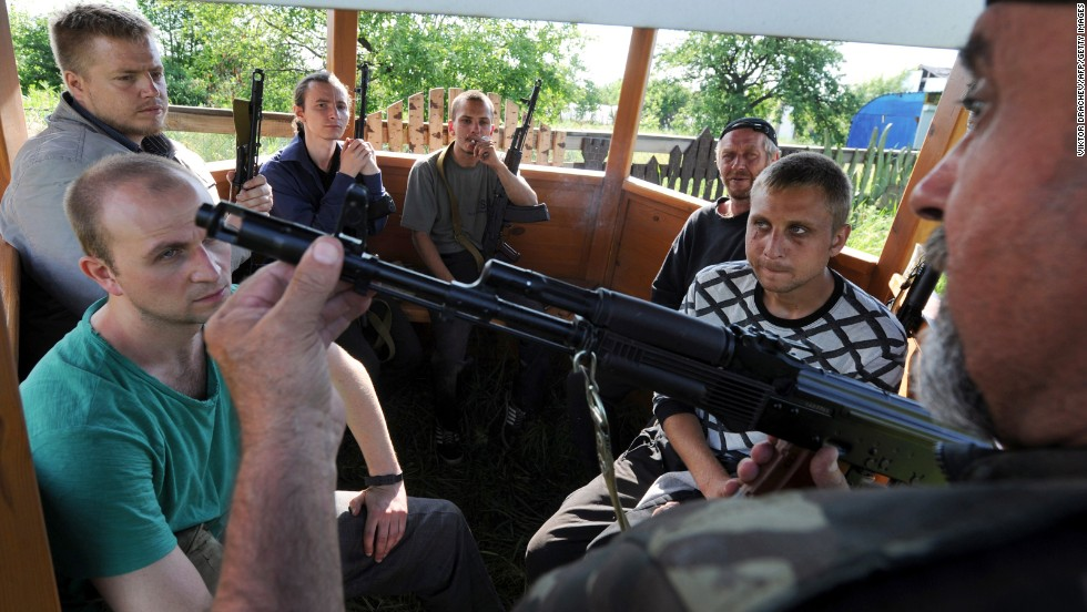 A pro-Russian militant teaches recruits how to use a machine gun in Senyonovka, Ukraine, on May 26.