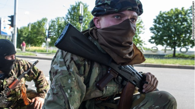 Pro-Russian separatist fighters take positions outside the Donetsk airport, the scene of an hours-long battle between pro-Russian separatists and Ukrainian forces, on May 26, 2014