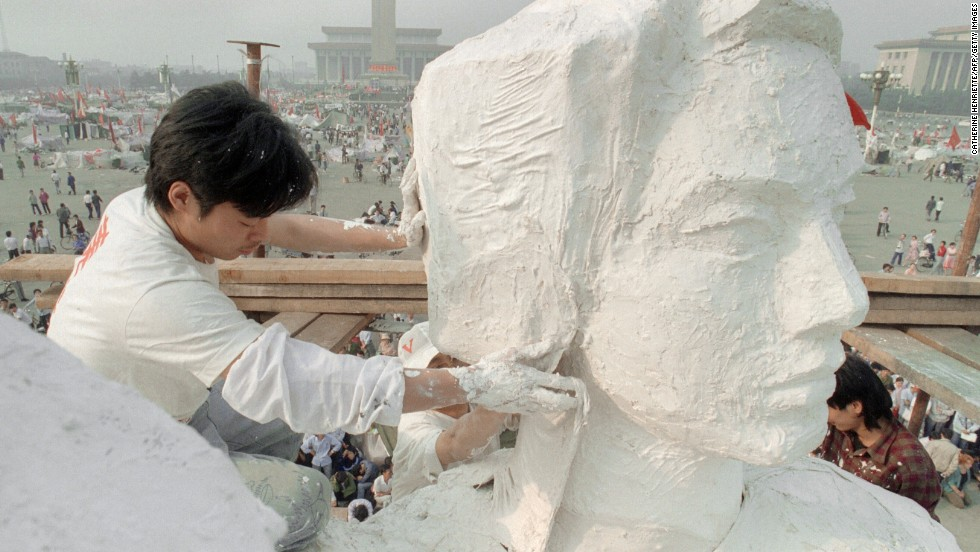 May 30, 1989, students from the Central Academy of Fine Arts create a 10-meter-tall statue of the Goddess of Democracy to boost morale amongst student protestors in Tiananmen Square. Erected in just four days, the statue was unveiled in front of the Monument to the People's Heroes.