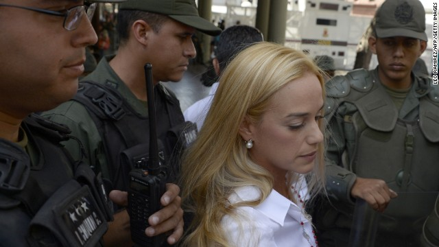 Lilian Tintori (C), wife of jailed Venezuelan opposition leader Leopoldo Lopez, arrives at the courthouse in Caracas for the third consecutive day of his hearing on June 4, 2014.