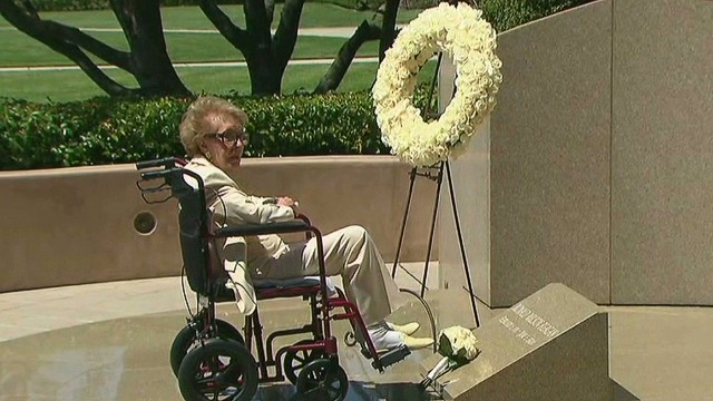 vo nancy reagan wreath laying 10th anniversary _00005501.jpg