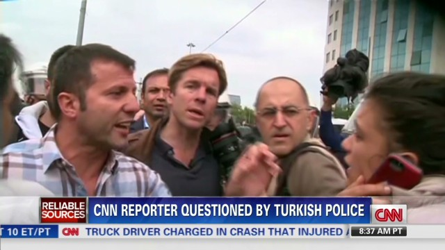 RS.CNN.reporter.questioned.by.Turkish.police_00005025.jpg