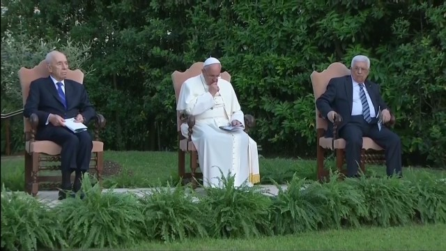 Leaders pray for peace with Pope