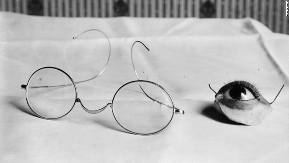 Prosthesis for eye and eyelid, to attach to glasses, France, 1916.