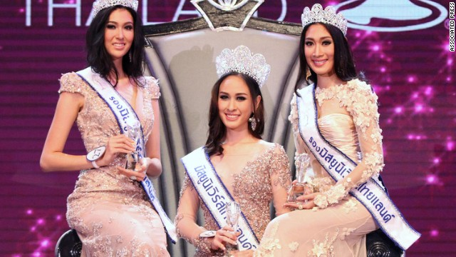 Weluree Ditsayabut, center, with runner-ups Pimbongkod Chankaew, left, and Sunnanipa Krissanasuwan, right, at the Miss Universe Thailand contest on May 17, 2014.