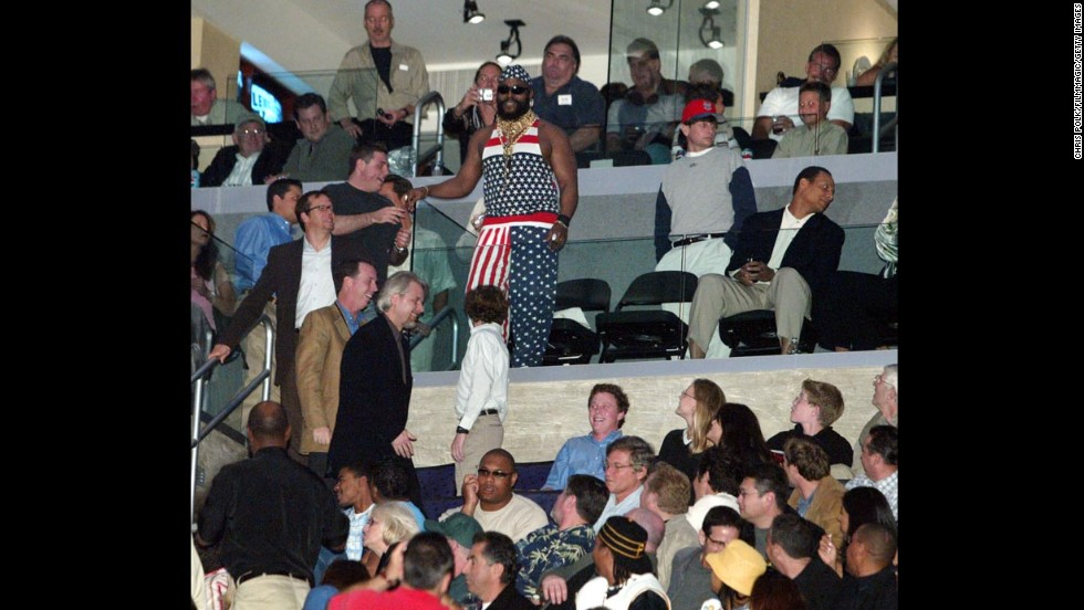 The actor Mr. T shows his American spirit during the heavyweight boxing fight between Lennox Lewis and Vitali Klitschko in 2003.