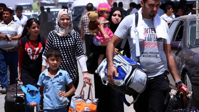 Iraqi families flee Nineveh province after ISIS took control in 2014.