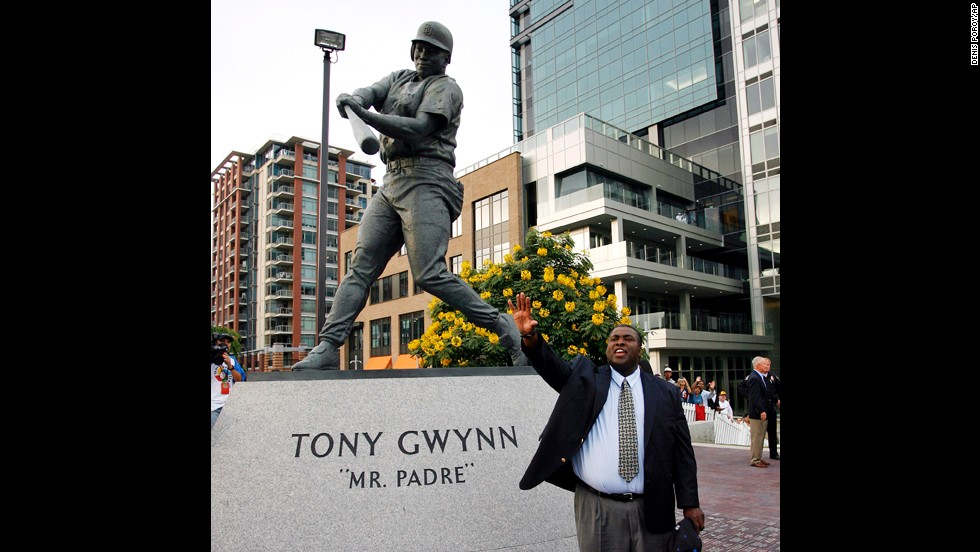 A bronze statue of Gwynn is unveiled at San Diego's Petco Park in 2007.
