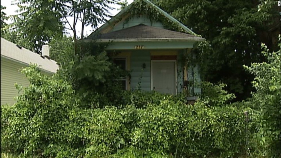 Boy finds mummified body hanging in Dayton, Ohio, home