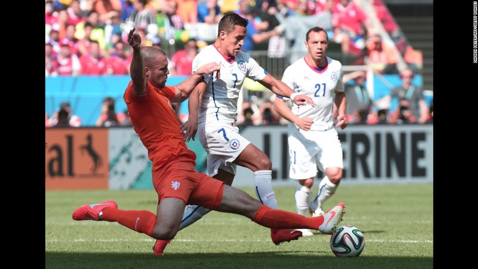 Netherlands defender Ron Vlaar, left, and Chile forward Alexis Sanchez compete for the ball.