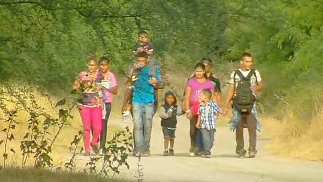 Feds struggle controlling immigrant kids
