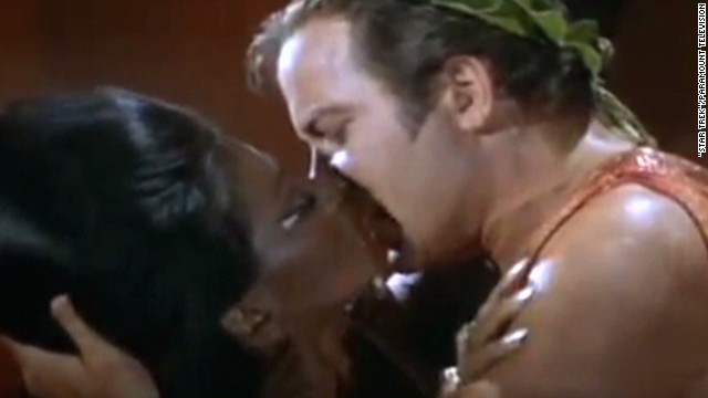 ath star trek first tv kiss_00002004.jpg