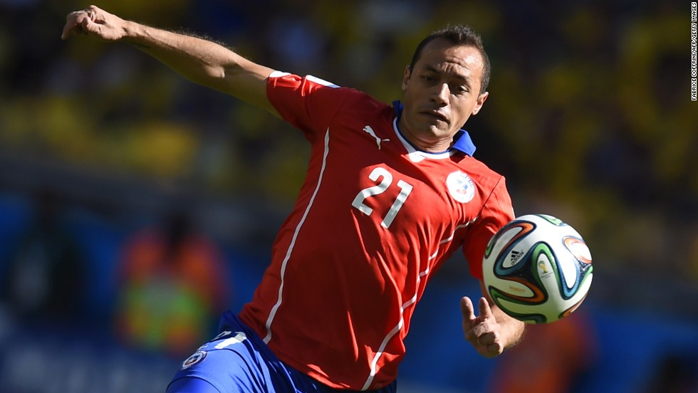 Chile's Marcelo Diaz controls the ball.