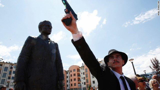 Bosnian actor Jovan Mojsilovic poses with a plastic gun replica at the unveiling of a statue of Gavrilo Princip in Sarajevo, June 27.