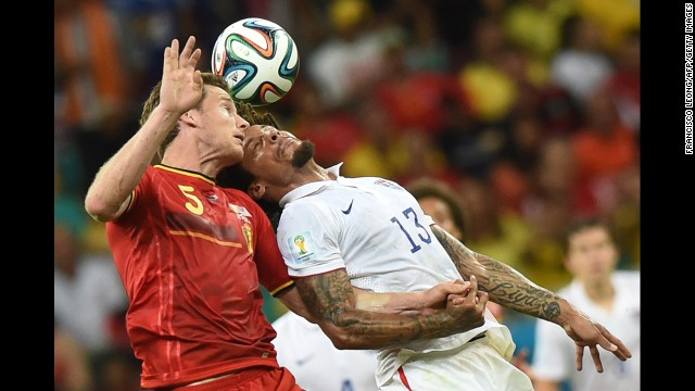 Belgium's midfielder Marouane Fellaini (L) vies with US midfielder Jermaine Jones during a Round of 16 football match between Belgium and USA at Fonte Nova Arena in Salvador during the 2014 FIFA World Cup on July 1, 2014.      AFP PHOTO/ FRANCISCO LEONG