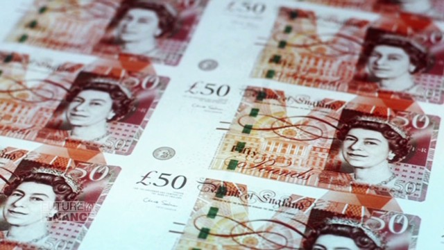 UK switches to plastic bank notes