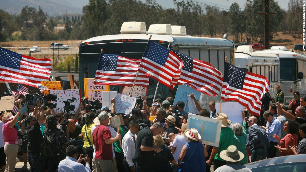 Protesters block buses carrying undocumented immigrants in California