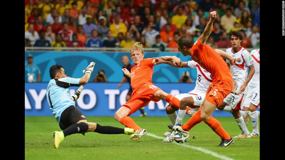 Players of the Netherlands and Costa Rica compete for the ball.