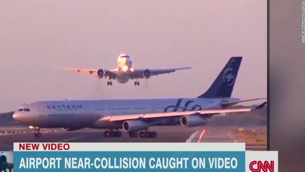 Dramatic video shows 'near miss' at Barcelona airport