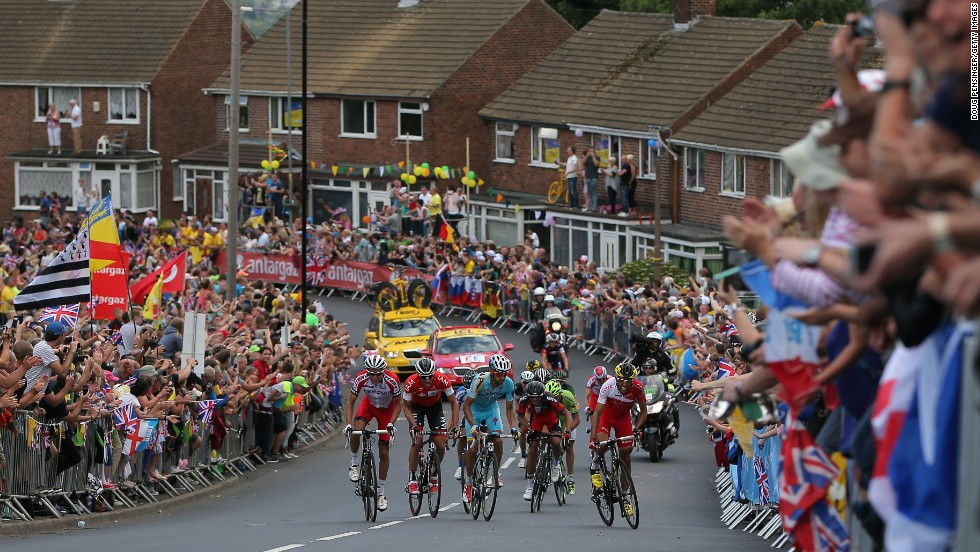 The second stage of the tour took the cyclists on a 201 km race between York and Sheffield. Here we can see stage two winner Vincenzo Nibali attempting to break away from the pack.