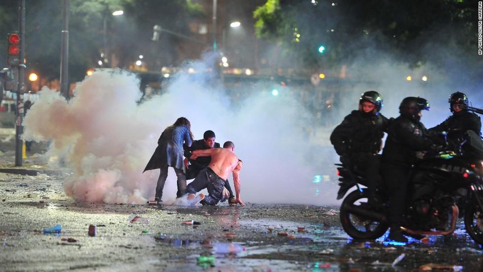 Riot police, fans clash after World Cup celebration in Argentina turns violent