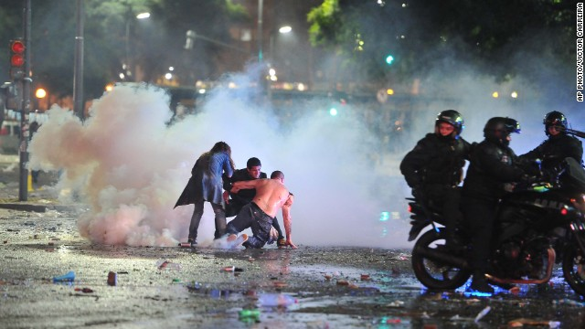 Argentina erupts in riots