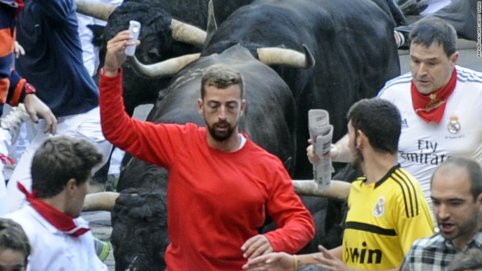 Pamplona bull run 'selfie man' sought by police