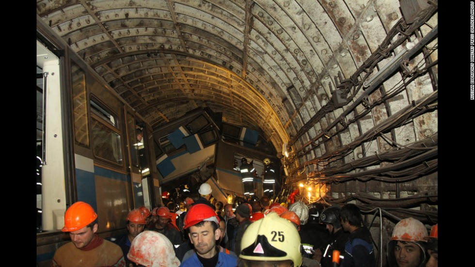 The accident occurred between the Park Pobedy and Slavyansky Boulevard metro stations.